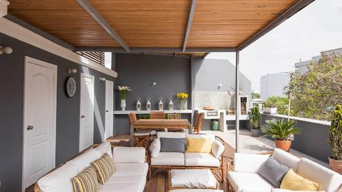 Terrase with seating areas