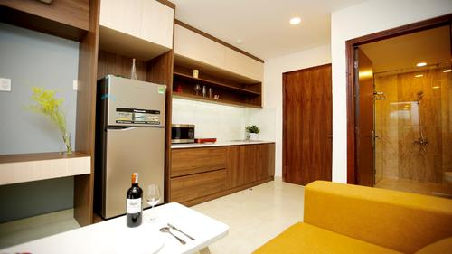 Fully equipped kitchen with appliances