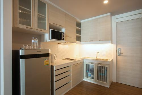 Fully equipped kitchenette with modern appliances