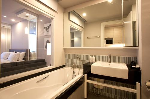 Modern and clean bathroom with a bathtub
