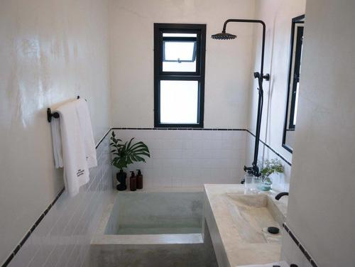 Industrial looking bathroom with bathtub at the51hometel