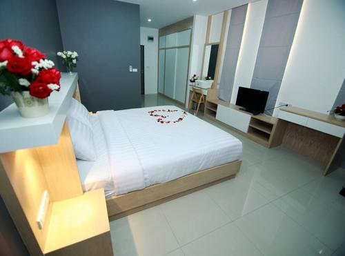 Residence SG Deluxe Room with comfortable bed