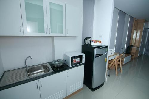 Kitchenette with microwave and electric stove