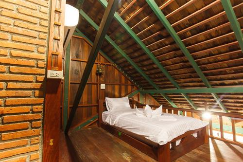 Small bed with bedding sheets on the upper floor