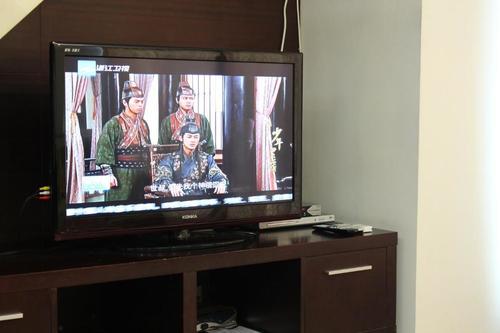 Flatscreen Konka tv with dvd player