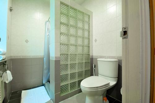 Nice and clean modern bathroom