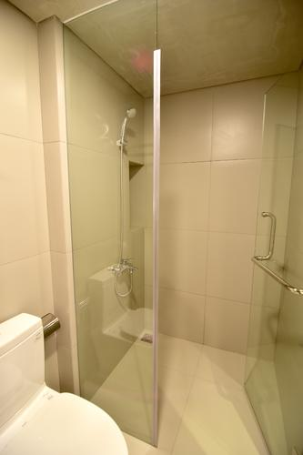 Clean bathroom with a shower