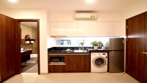 Fully equipped kitchen including a washer
