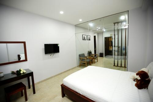 Tastefully furnished bedroom