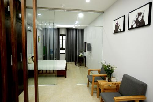 Seperated living room with large glass doors to the bedroom
