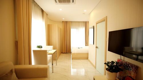Saigon Paramount Studio Standard