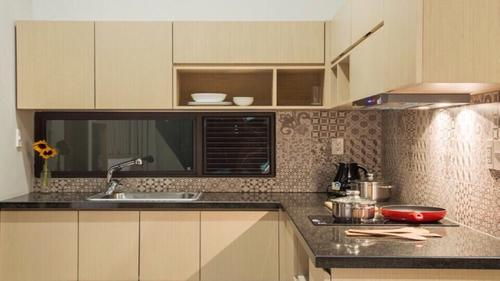 The Studio Premier apartment offers a large kitchen area
